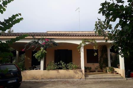 Casa indipendente con giardino a Galatina