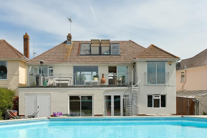 Harbour Vista double/twin with en-suite and pool.