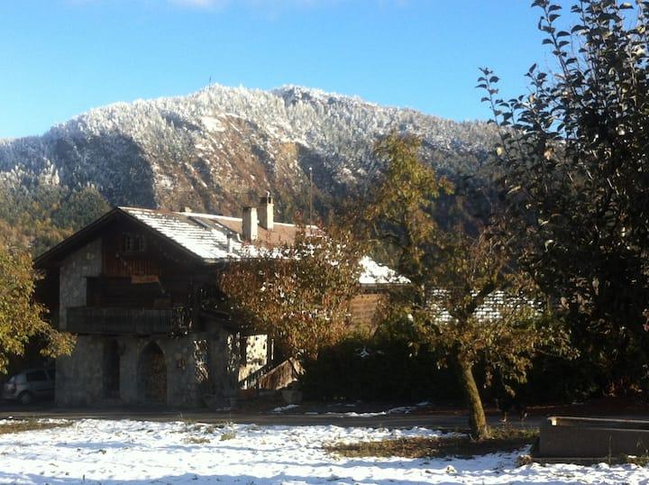Maison valaisanne de 1820 avec 2 chambres privées