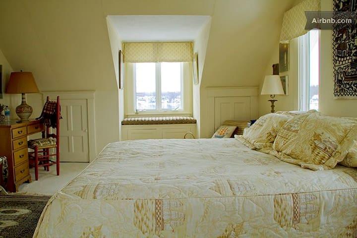 Cliftara Bed & Breakfast Captain's Room