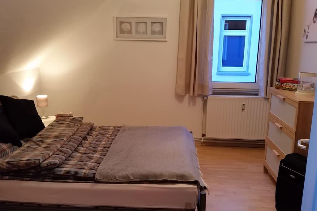 Schlafzimmer 2 (Bett 140x200cm)