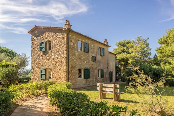 Old farmhouse at Elba overlooking two seas - Bagnaia - Casa de camp