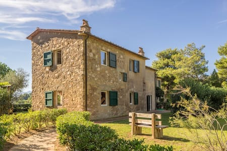 Old farmhouse at Elba overlooking two seas - Bagnaia