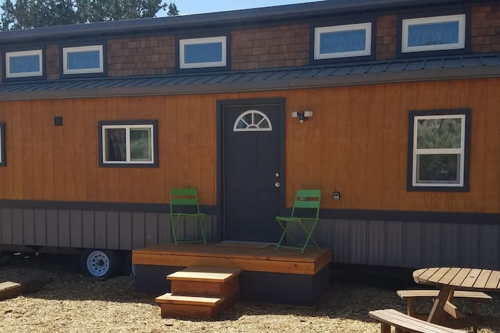 Cedar House: Relax in our quaint Tiny Home