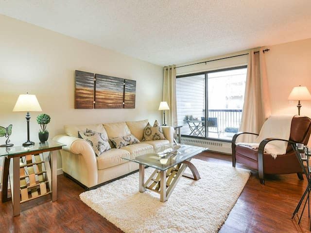Fully Furnished & 3.5 Minutes from EXPO Centre - Edmonton - Daire