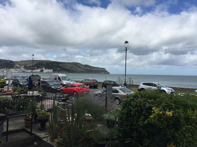 3 Bed sea front property on Llandudno Promenade