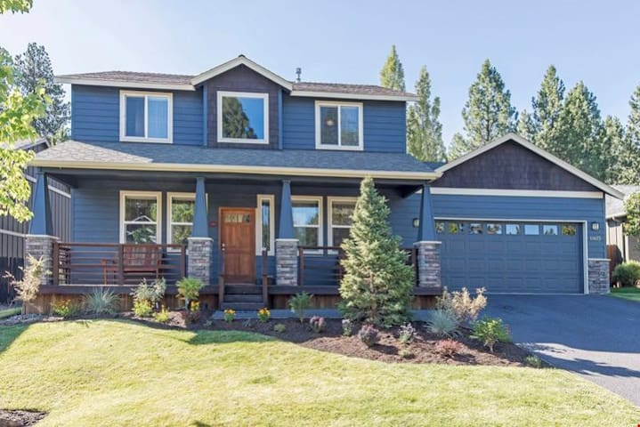 The Osprey - Spacious 4 Bedroom Home with Fenced Yard, Hot Tub & Close to Golf Courses