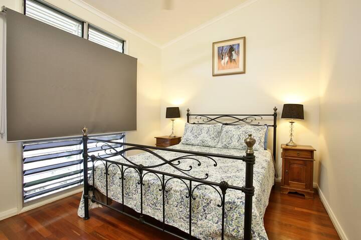 Bedroom 2 :  comfortable queen bed