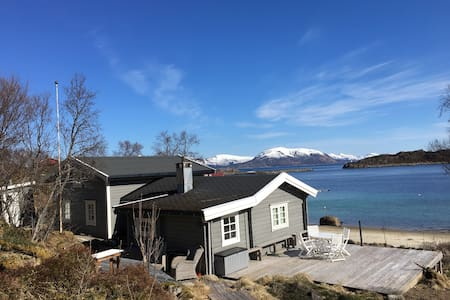 Sjarmerende hytte ved sjøen - Lofoten