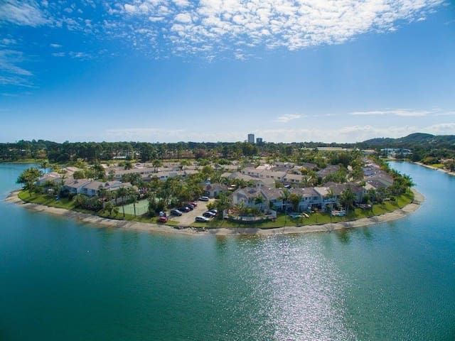Waterfront resort style home - Elanora