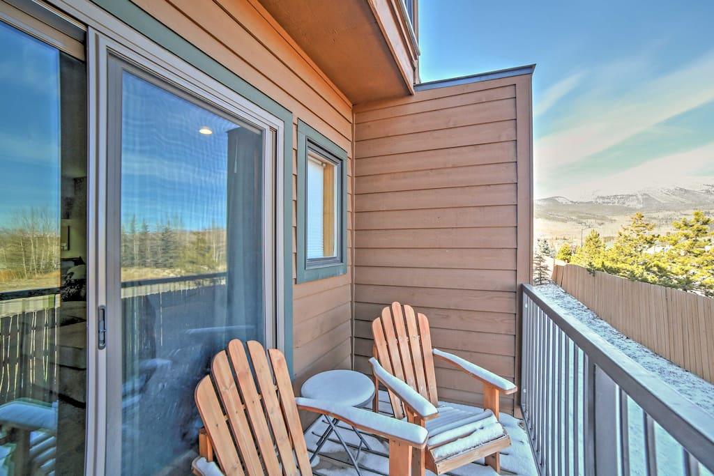 Back deck is perfect for viewing the breathtaking scenery.