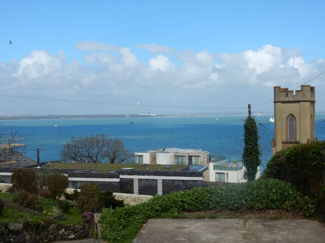Cowes B&B. Stunning view. Breakfast included