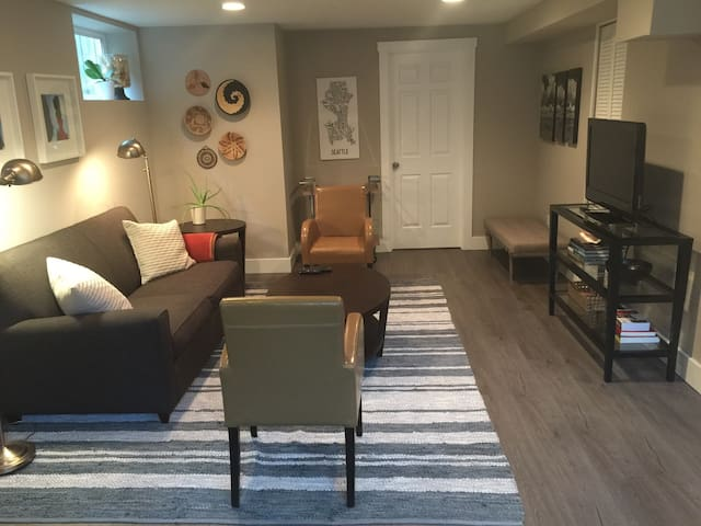 Peaceful 1br/1ba lower level apartment