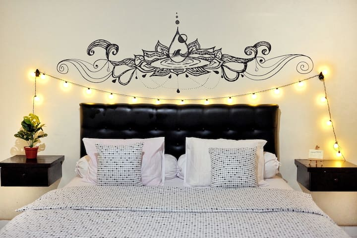 Bedroom with king/double size bed