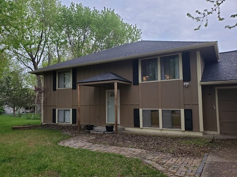 Gorgeous house in quiet SW Topeka neighborhood