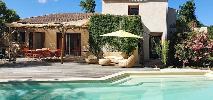 Grande villa avec jardin et piscine, proche mer
