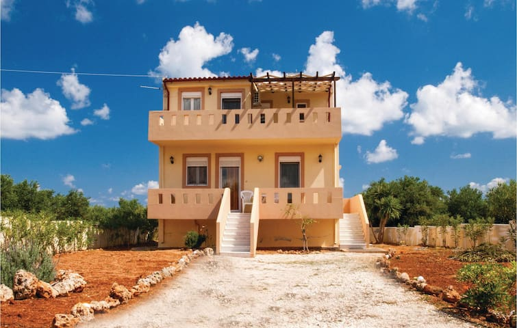Holiday cottage with 3 bedrooms on 120 m² in Annisaras, Heraklio