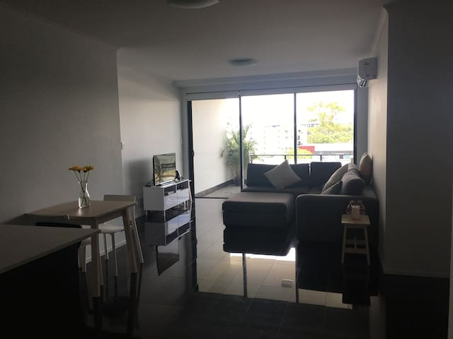 One Bedroom Apartment - West End - Apartment