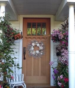 Lovely Garden Cottage - Victoria