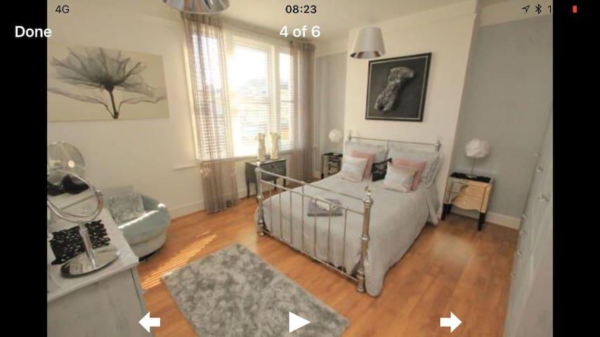 Bright & Spacious Town Centre Apartment