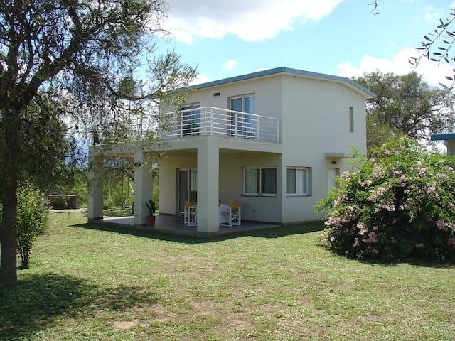 Casa con Vistas y acceso directo al Lago
