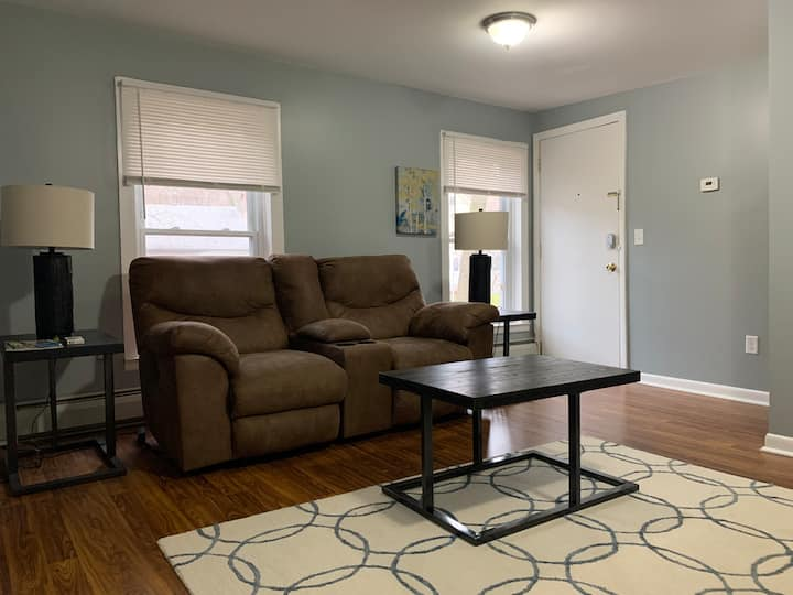 COMFY HOME IN THE HEART OF ITHACA'S FALL CREEK