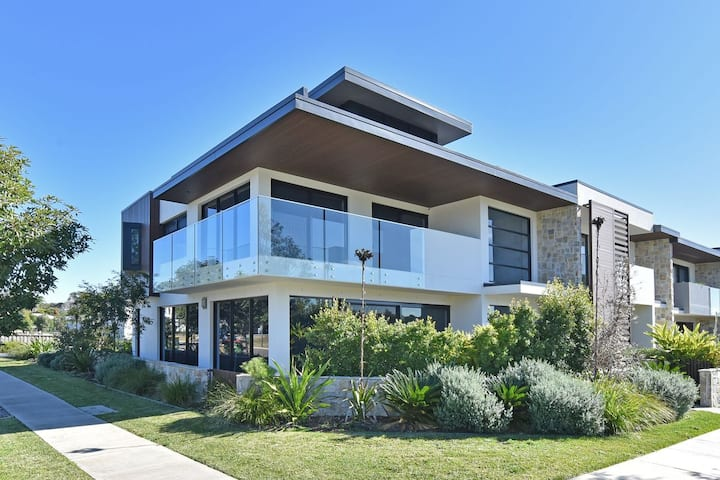 Just Listed - HOT) Villa Sorrento Waterside @ Trinity Point