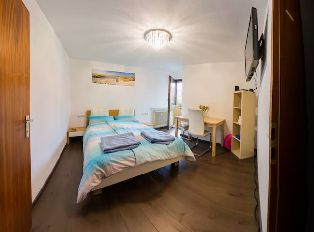 Room in top location !!! For a visit to Stuttgart - Штутгарт - Кондоминиум