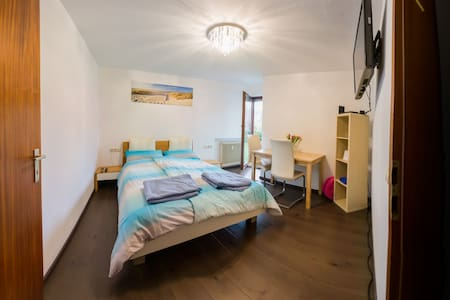 Room in top location !!! For a visit to Stuttgart - Stuttgart - Condominium