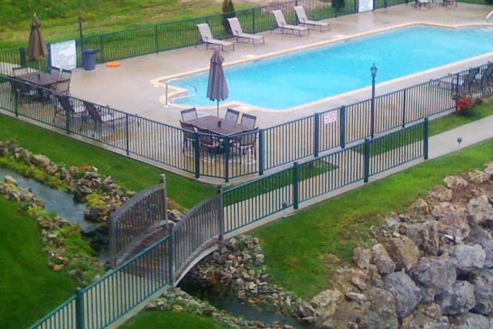 This Is Your Happy Place! LAKE CONDO RETREAT 3B/2B