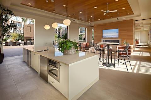 Modern 1 Bedroom Apartment Quartz kitchen+clubroom
