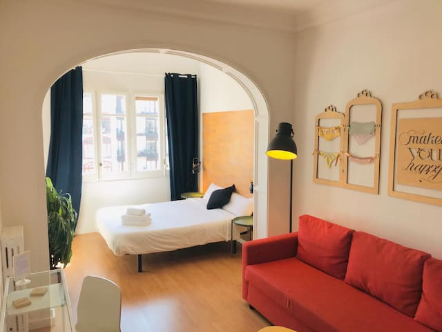 Huge Room cerca Plaza Catalunya w/private bathroom