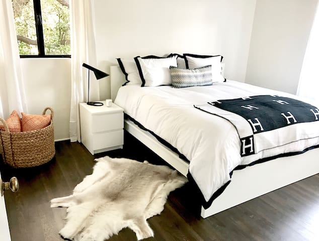 BRAND NEW! Remodeled Home near Beach and Downtown! - Santa Barbara - Rumah