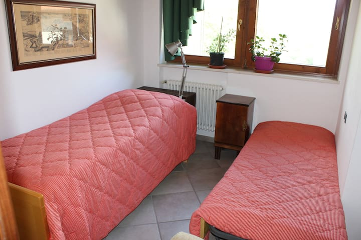la cameretta con due letti