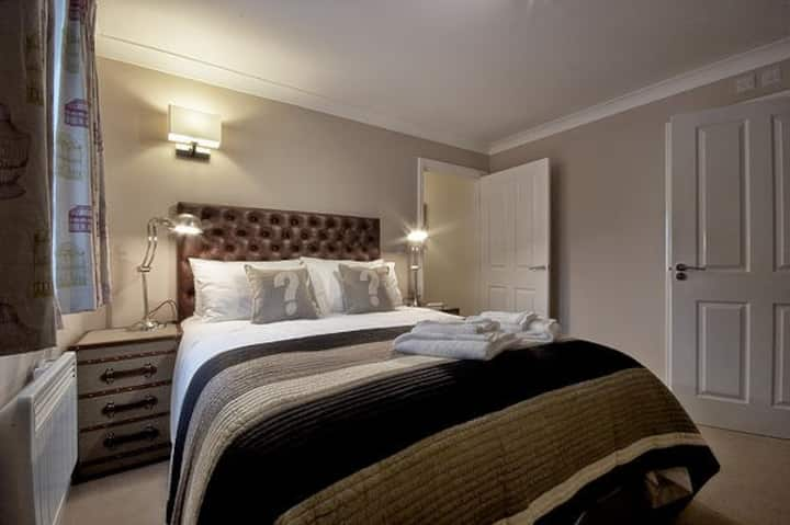 Luxury 2 bed Flat | Central Norwich + Parking