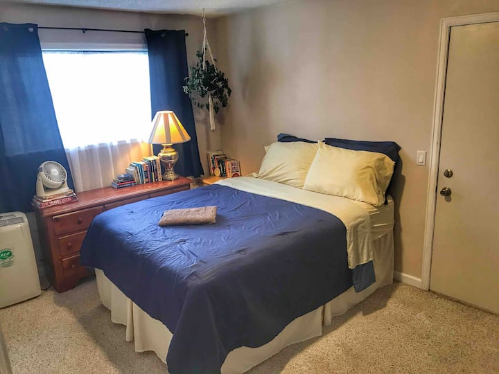 1 bed with private entrance in Master bedroom