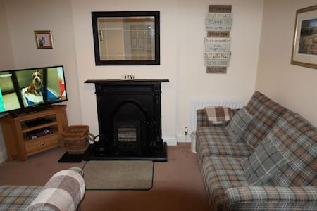 RAGLAN COTTAGE, Bowness-on-Windermere - Bowness-on-Windermere - House