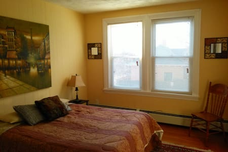 Large stylish room in a Victorian! - Pawtucket