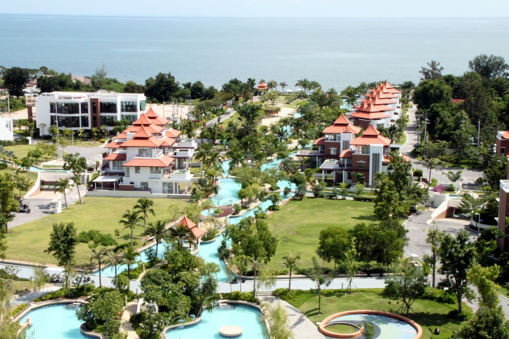 You see the kids pool, the pools on either side of the walkway to the beach, the Lighthouse and  the ocean.