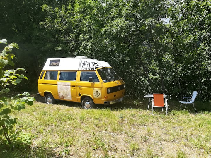 @gatetothewild : Sleep in an amazing Hippy van!