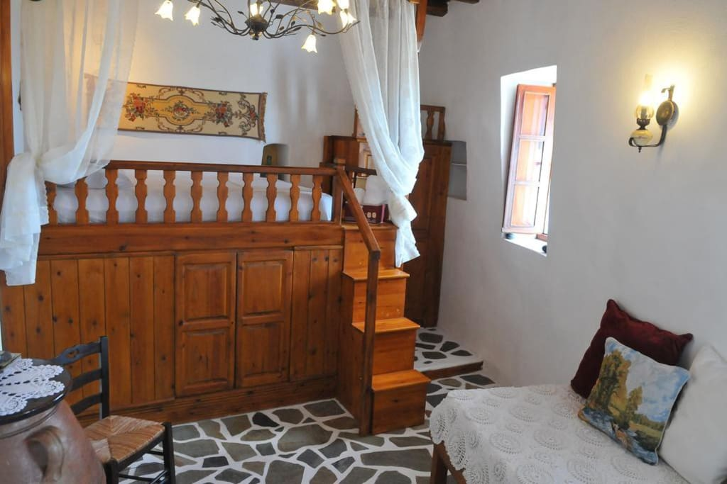 Traditional double bed made out of wood (Moni)