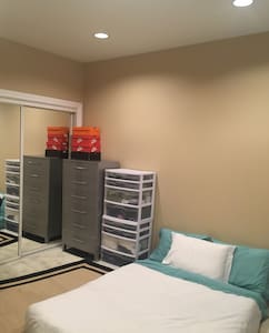 ROOM IN SF, PARKING AVAIL, NICE APT, WELL LOCATED - San Francisco - Apartment