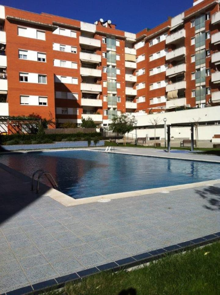 Bright apartment near the beach with pool
