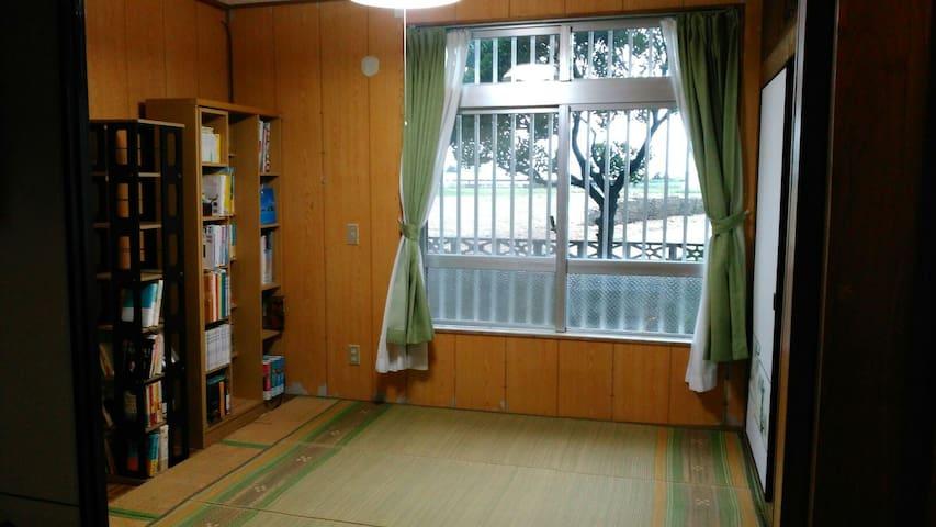 Close to the beach!  Comfy okinawan tatami room.