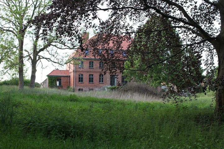 Gästewohnung in Mecklenburger Gutshaus /Ostseenähe