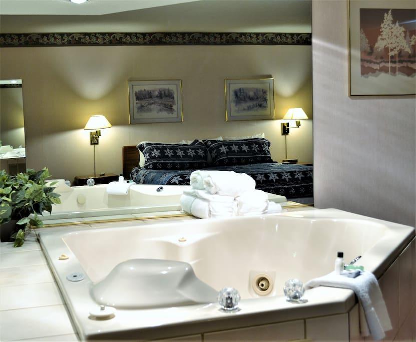 Romantic Jacuzzi Room, Different Rates Applies