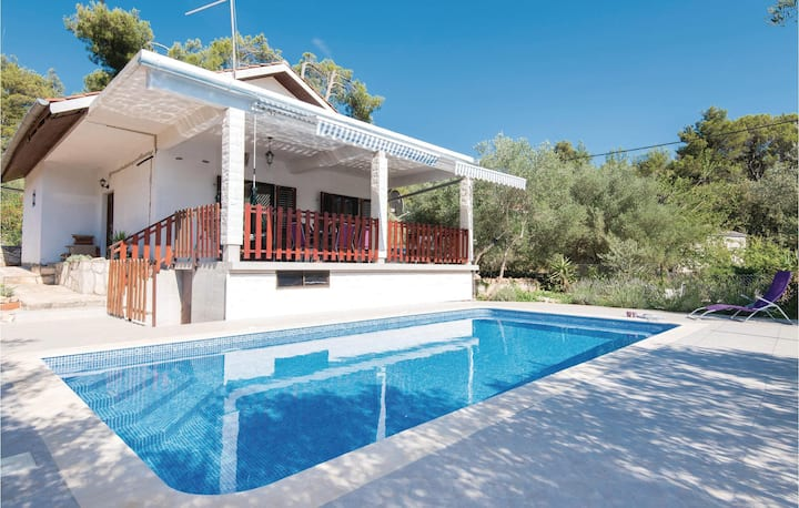 Nice home in Vela Luka with 2 Bedrooms and WiFi