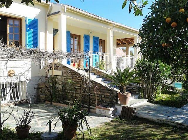 Grande Villa avec jardin près de Bastia - Biguglia - Casa