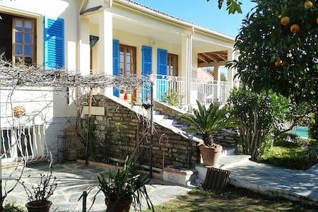 Grande Villa avec jardin près de Bastia - Biguglia - Hus