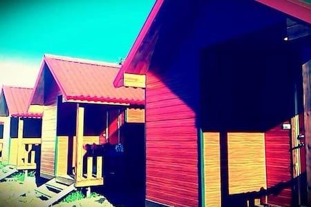 墾丁渡假小木屋~我們不是走奢華的路線,但是絕對帶給你溫馨又放鬆的感覺! - Hengchun Township - Cabin